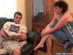 Notgeile Fick Oma genießt den Sex unter freiem Himmel