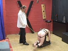 züchtigung rohrstock sklavin strafe
